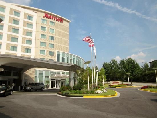 how to get to atlanta airport marriott from airport