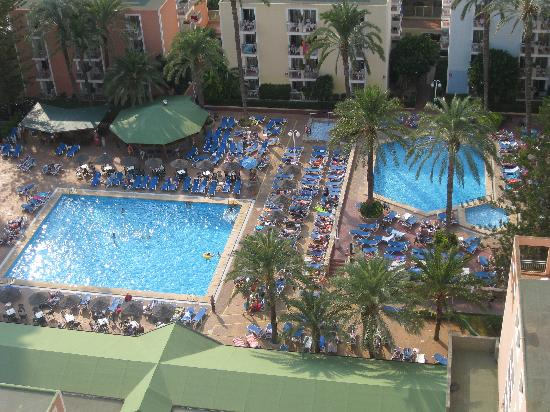 Hotel pools picture of servigroup pueblo benidorm - Hotels in alicante with swimming pool ...