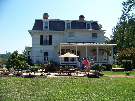 Chestnut Hill Bed &amp; Breakfast Inn: Gorgeous setting