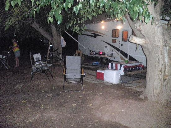 Slickrock Campground: Shady campsite @ Slickrock in Moab Utah