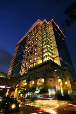 Ibis Jakarta Slipi: Hotel Building