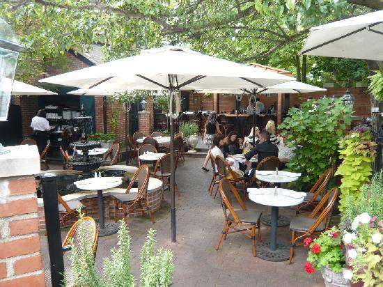 The Garden Patio - Picture of Lindey's, Columbus