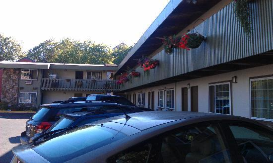 Timbers Motel: Outside view