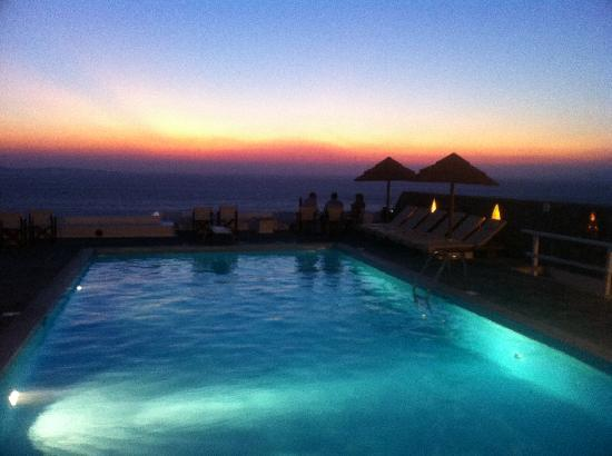 Hotel Tagoo: Tagoo pool at sunset