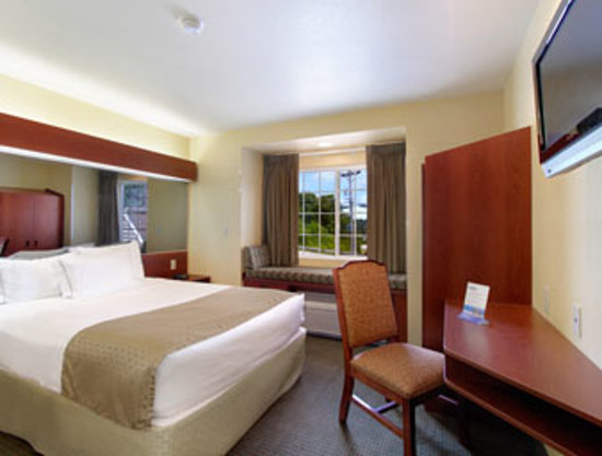 Microtel Inn &amp; Suites by Wyndham Buckhannon: Suite