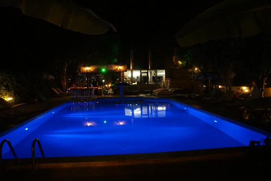 Prince of Caunos Hotel: The pool at night