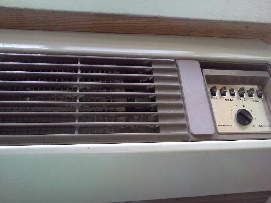 Super 8 - Traverse City: dust caked in the a/c