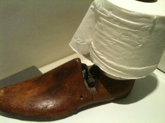 The Blue Cow: Cobbler&#39;s last use as a loo roll holder