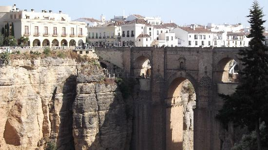 Hotel Maestranza: The famous Roman bridge