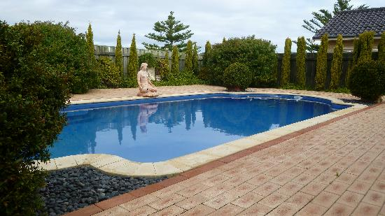 By the Ocean Bed and Breakfast: Swimming pool