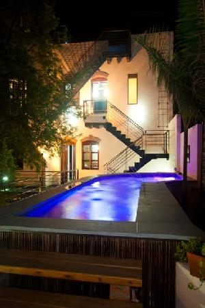 Casa de Isabella Hotel Boutique: Pool at Night
