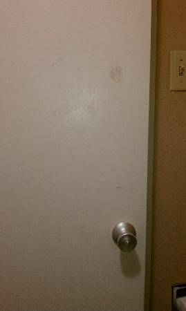 Days Inn/ Six Flags/ Ballpark/ Cowboys Stadium: Bathroom Door
