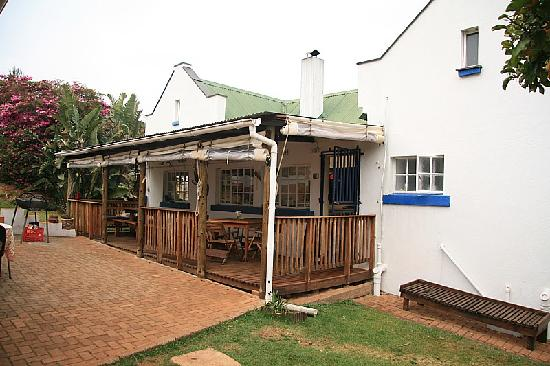 Graskop Valley View Hostel: dorms, kitchen and tv room