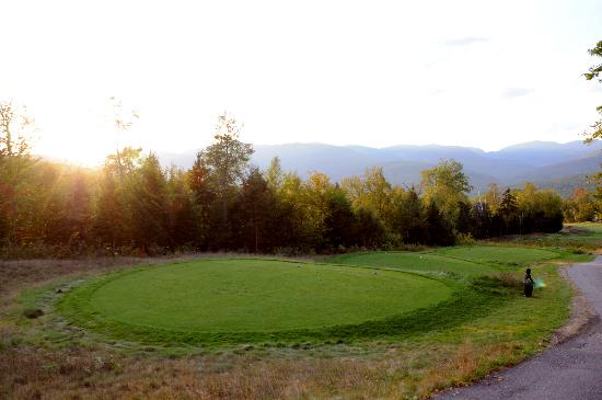 Sunday River Resort: Tee off for the 18th hole, what a view!