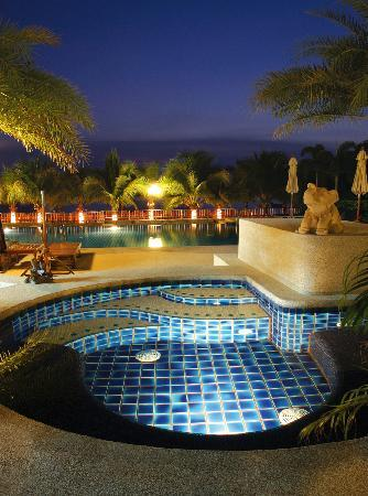 Serene Sands Health Resort: Night