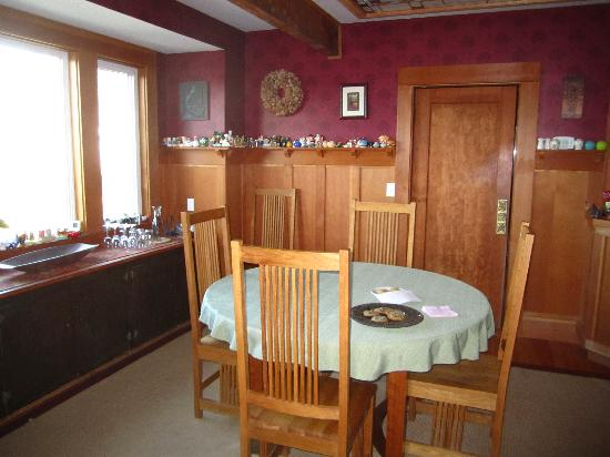 Craftsman Bed and Breakfast : dining room