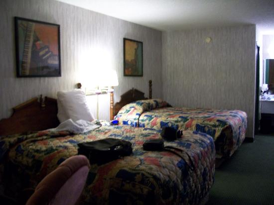 AmazInn &amp; Suites: Our room