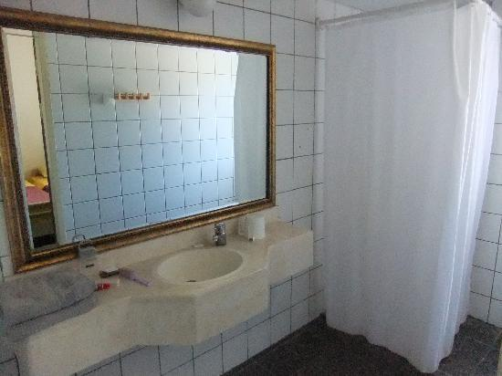 Drachim Guest House: the bathroom