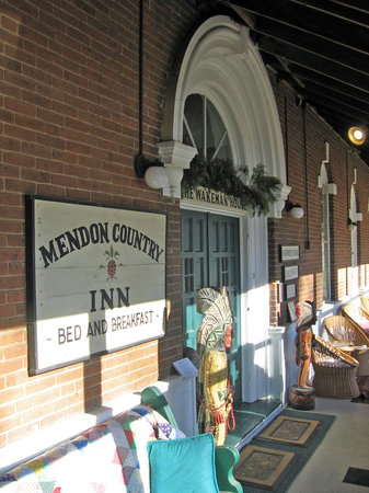 ‪Mendon Country Inn‬