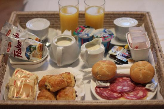 N4U Guest House: Breakfast = awesome!