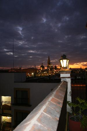 Hotel de Mendoza: View from rooftop at night.