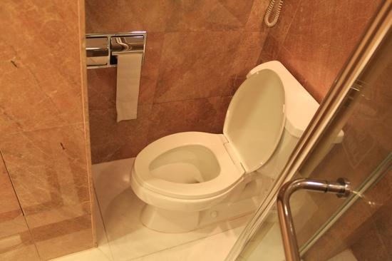 Well designed bathrooms picture of harbour grand for Well designed bathrooms