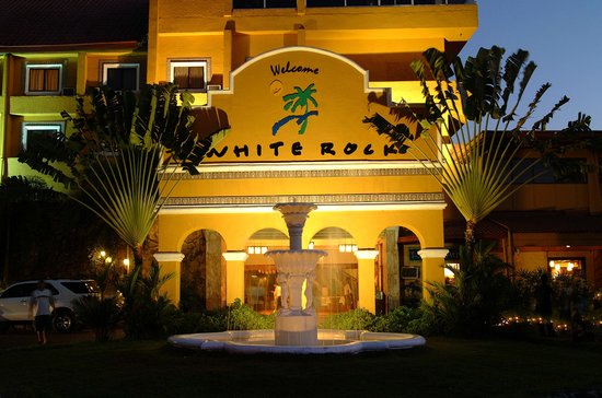 Whiterock Waterpark and Beach Hotel: Whiterock Facade