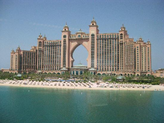 The palm atlantis hotel picture of palm jumeirah dubai for Hotel dubai palm