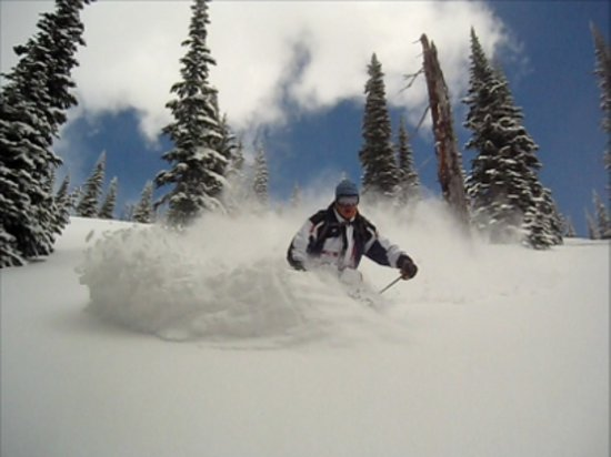 แซนด์พอยต์, ไอดาโฮ: Cat skiing fresh powder behind Schweitzer Mountain resort