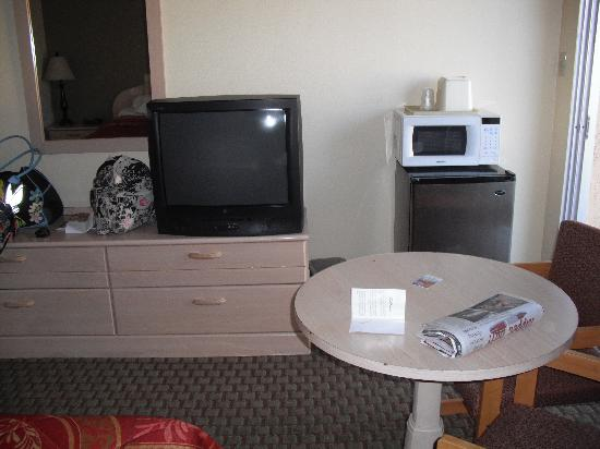Aloha Inn: TV, fridge and microwave