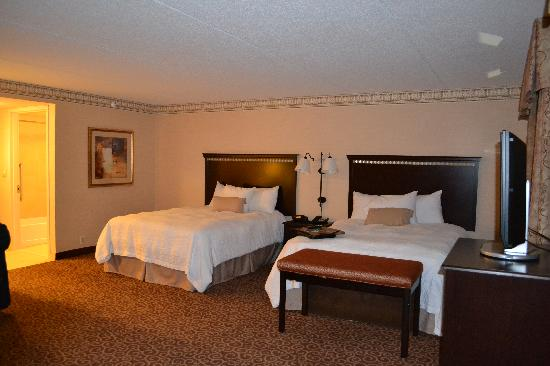 Hampton Inn & Suites Staten Island: We received a room upgrade upon check in!