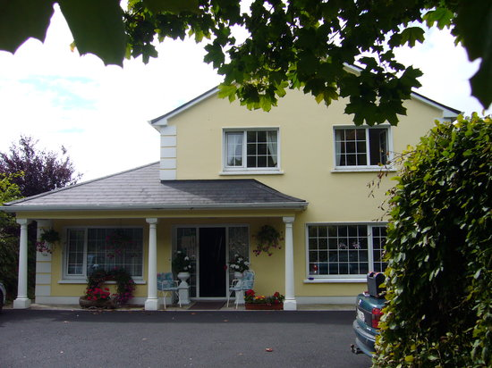 Rossarney Town House: front view