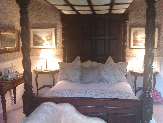The Old Manse: Our gorgeous bedroom