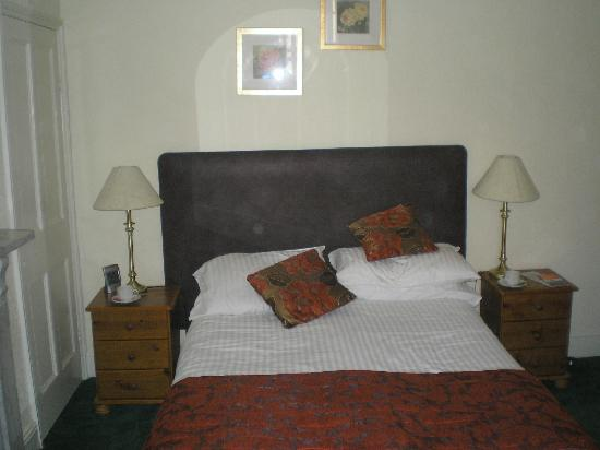 Rosslyn House: Our bed