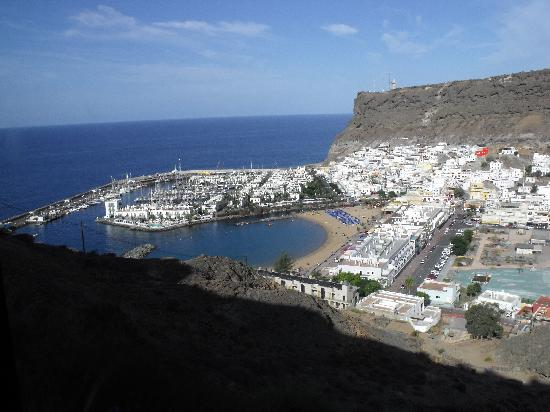 Puerto de Mogan, Spania: Looking down on Mogan