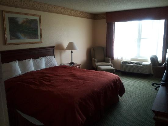 Country Inn & Suites By Carlson, Lehighton: You can plainly see the mattress needs replaced..lol