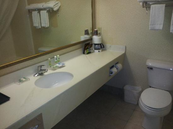 Country Inn & Suites By Carlson, Lehighton: Our Bathroom
