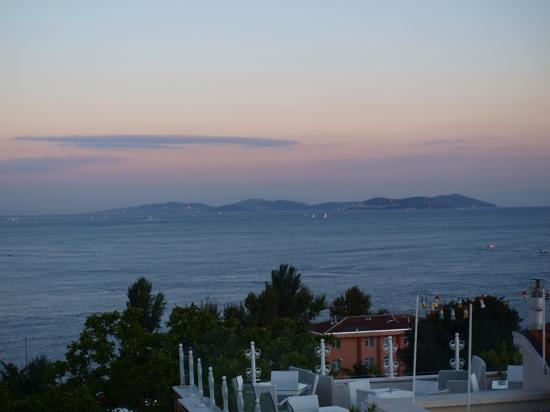 Tria Elegance Istanbul: view from the rooftop terrace of the bospherous
