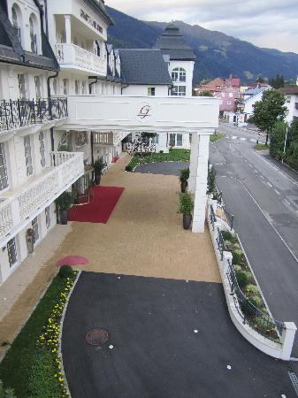 Grand Hotel Lienz: Residential street where hotel is located
