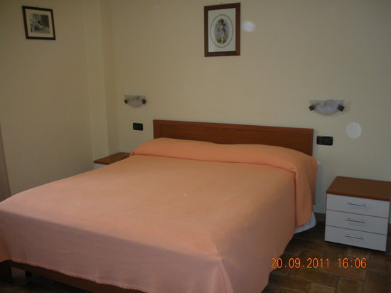 Camere e Trattoria Santucci: letto