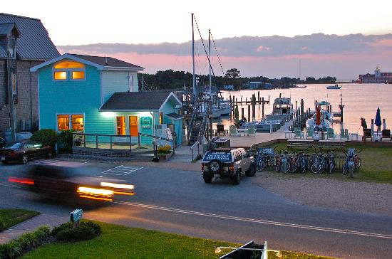 Ocracoke Harbor Inn: A side view from our room - the view extends further right!
