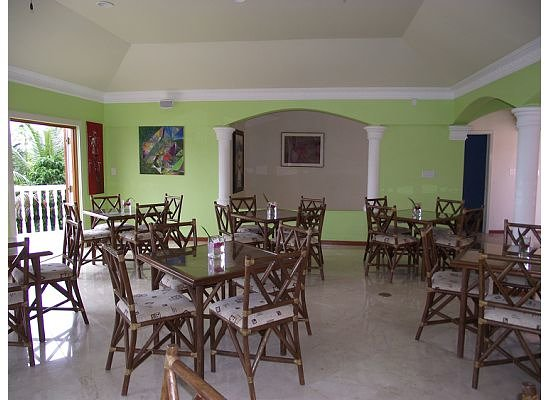 The Villas at Sunset Lane: Dining room