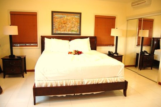 The Villas at Sunset Lane: Master Suite of 2-BR villa