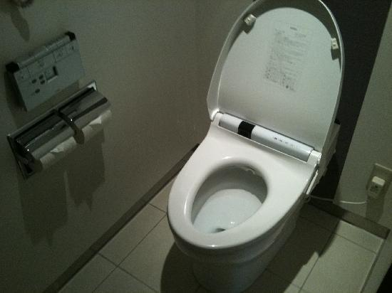 Japanese Toilet Bidet Wirelessly Controlled Lid Will Prop Up By Sensor Pi