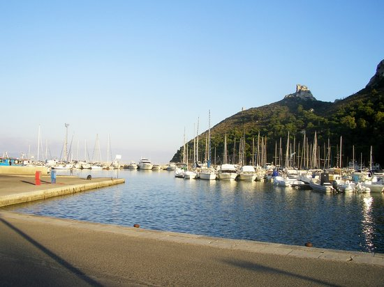 Chentu Lunas Hotel: little port at Poetto beach opposite the hotel