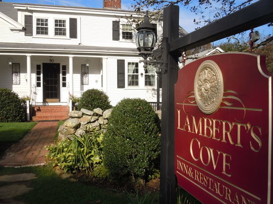 Lambert's Cove Inn: Main entrance