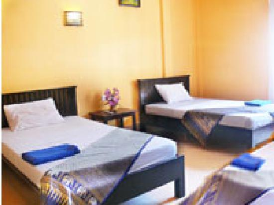 Victory Guest House: Triple Room