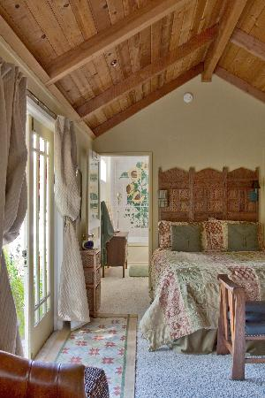 The Piper Street Inn: Cottage in the garden, quiet and private.