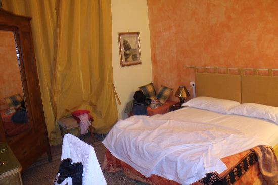 B&B A Casa di Virgilio: spacious room