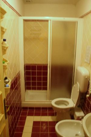 B&B A Casa di Virgilio: nice and clean bathroom